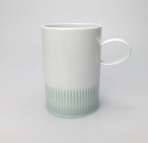 繊細なレリーフで美しくエレガントなマグカップ