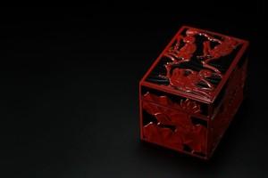 漆塗り 彫漆飾り箱 「蓮のうてな」 上杉學帥 作