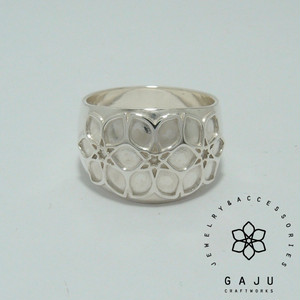 gajuvana Trinity wide ring (large)