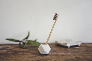 陶器の歯ブラシホルダー ホワイト 幾何学  / Ceramic Toothbrush Holder White