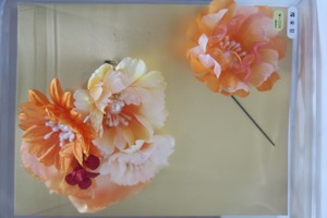 オレンジのグラデーションの花の髪飾りです。2個セットでお得。振袖・打掛・袴 成人式 卒業式 結婚式などにいかがでしょうか?