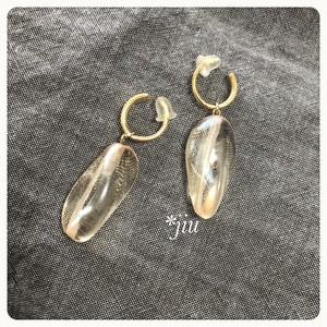インポートビーズの一粒シンプルイヤリング  glass bead earrings