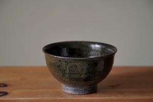 余宮隆 27.鉄釉飯碗