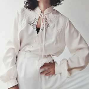 EUROPE VINTAGE / FRONT LACE CREAM WHITE BLOUSE.