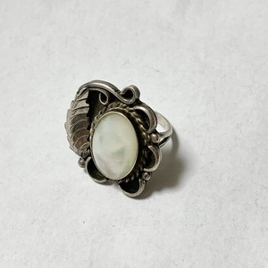 Vintage Nabajo MOP & Leaf Designed Ring