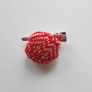 手織り布のストールピン 赤 送料込み
