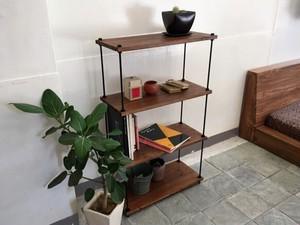棚板間隔が自由に変えられる パイン材のフリーラック ブラウン/黒錆