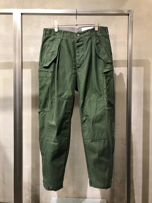 TrAnsference side zip Swedish army tapered pants - past white effect