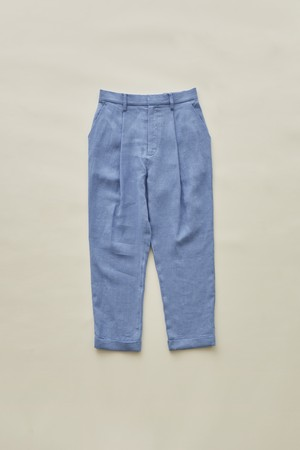 woman's linen tuck pants