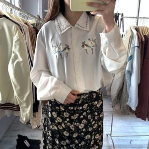 ホワイト 刺繍デザインシャツ
