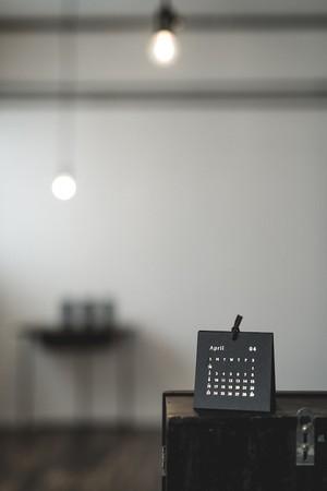 製本屋が作った箔押しカレンダー 2017 【ブラック】mini