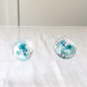かすみ草と紫陽花(あじさい)のブルー系スタッド(一粒)ピアス(20mm)