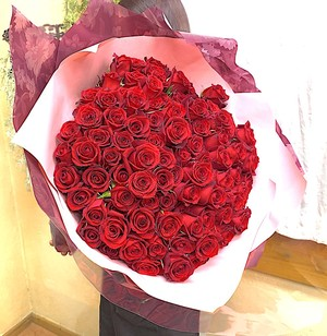 B0613) プロポーズの赤バラ108本の花束  (生花)