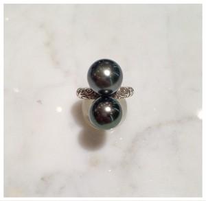 南洋黒真珠が二つのったシルバー台リング