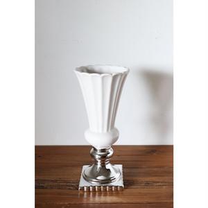 ホワイトとシルバーの花瓶 036-326-306-173
