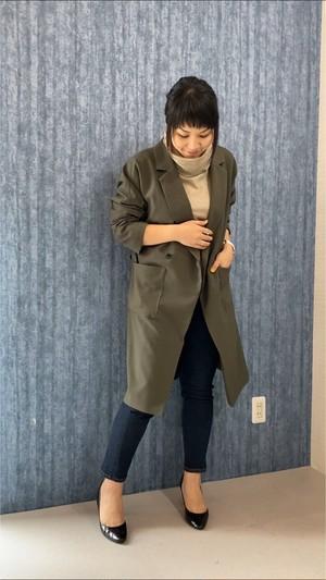 デザイン性、合わせやすさ、どちらも兼ね備えたロングジャケット