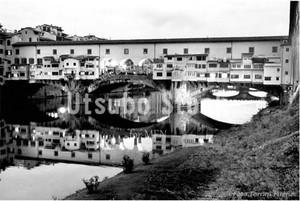 2015年撮影 ポンテ ヴェッキオ橋 モノクロ写真【376201501】