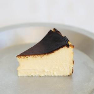 バスク風チーズケーキ(1/2ホール)