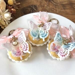 蝶々のカップケーキチャーム(ピンク×水色)