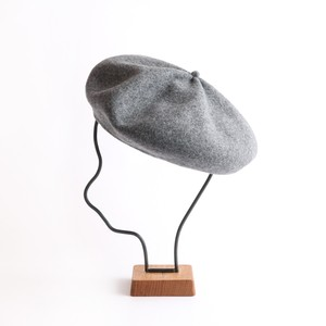 mature ha./beret top gather big grey