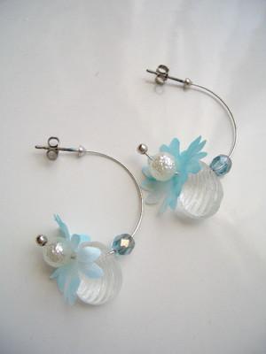 海の花とガラスシェルのフープピアス。Sea flower