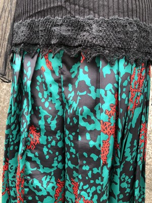 coral design pleatd pants