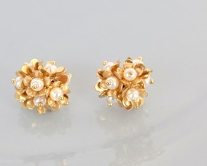 Petit flower gold pierce