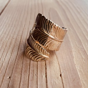 Big feather ring   Brass