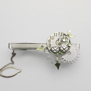 スチームパンク風に時計と歯車をベースにデザインしたタイクリップ