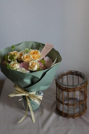 Living with flower【花のある暮らしを贈る】花瓶付き花束