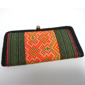 小銭がとり出しやすい薄型手刺繍コットン長財布