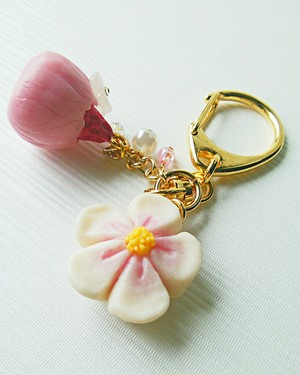 no.na05-140 【CHITTO】イチゴのお花包みキーホルダー