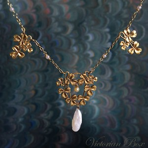 Art Nouveau Trefoil Gold Necklace