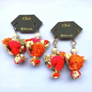 Chii 鮮やかな刺繍リボンのタッセル〈ピアス/イヤリング〉