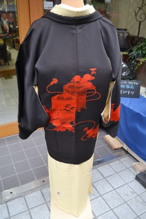 黒絵羽☆重箱菊飾り紐朱赤ワントーンの粋