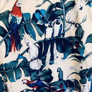 フォトリアルオウムの南国アロハシャツ