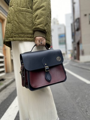 Large QEST Traveller Bag with Side Pockets in Grain Leather - Navy