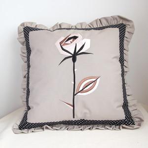レトロなバラ刺繍クッションカバー/ベージュに白のバラ