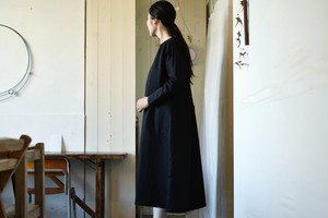 ピースマコットン&フレンチリネン・プルオーバーワンピース(黒)/ MAGALI