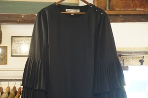 BANANA REPUBLIC × OLIVIA PALERMO tiered pleated Top