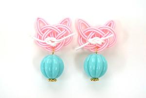 水引猫のピアス/イヤリング (ピンク×グリーン)