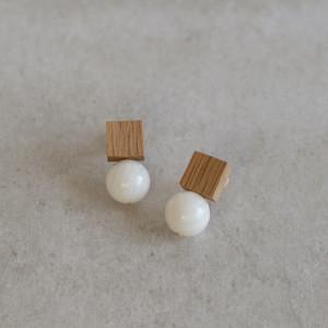 <Pierced Earrings> Drop Oak White