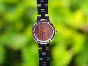 銘木黒檀の押花かすみ草の腕時計
