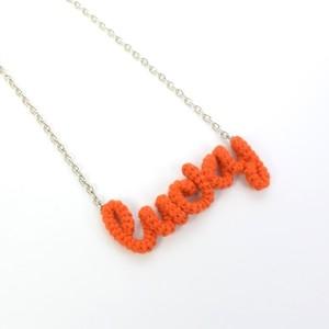 "Knitting Vanessa ""Lucky"" ワードネックレス (orange)"