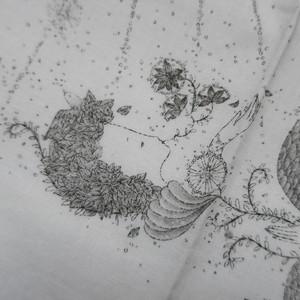 出口春菜 銅版画 手摺りハンカチ(女の子白)