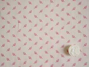 Moda Nancy's Needle 1850-1880 オフホワイト地にピンクの小さい葉っぱ
