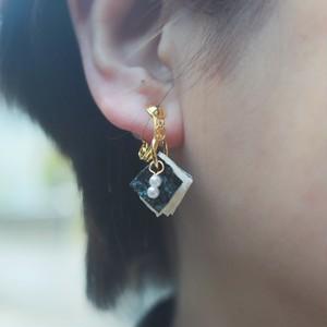 耳が痛くならない金具使用!揉み紙のイヤリング(深い青)