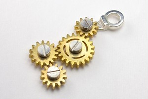GEAR NECKLACE4