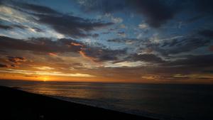 動画素材、海に沈む夕日のタイムラプス動画 ③19秒間
