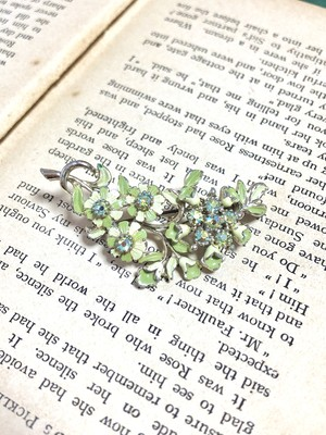【Run Rabbit Run Vintage】Green flower brooch